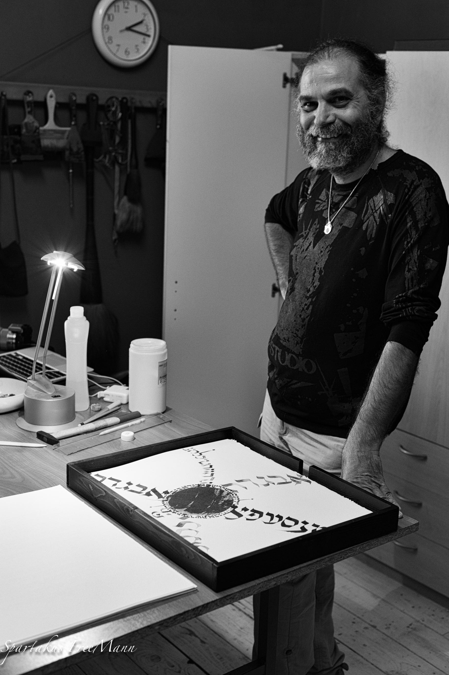 Frank Lalou dans son atelier - Sepher Yetsirah par Frank Lalou