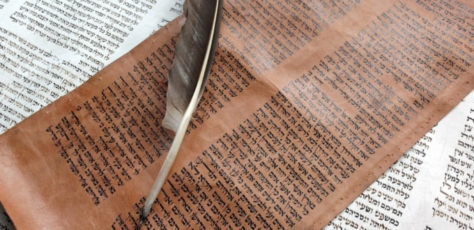 Un article de Spartakus FreeMann sur l'origine de l'alphabet hébreu. Ce texte se veut une simple introduction à « l'historique » de l'alphabet hébreu